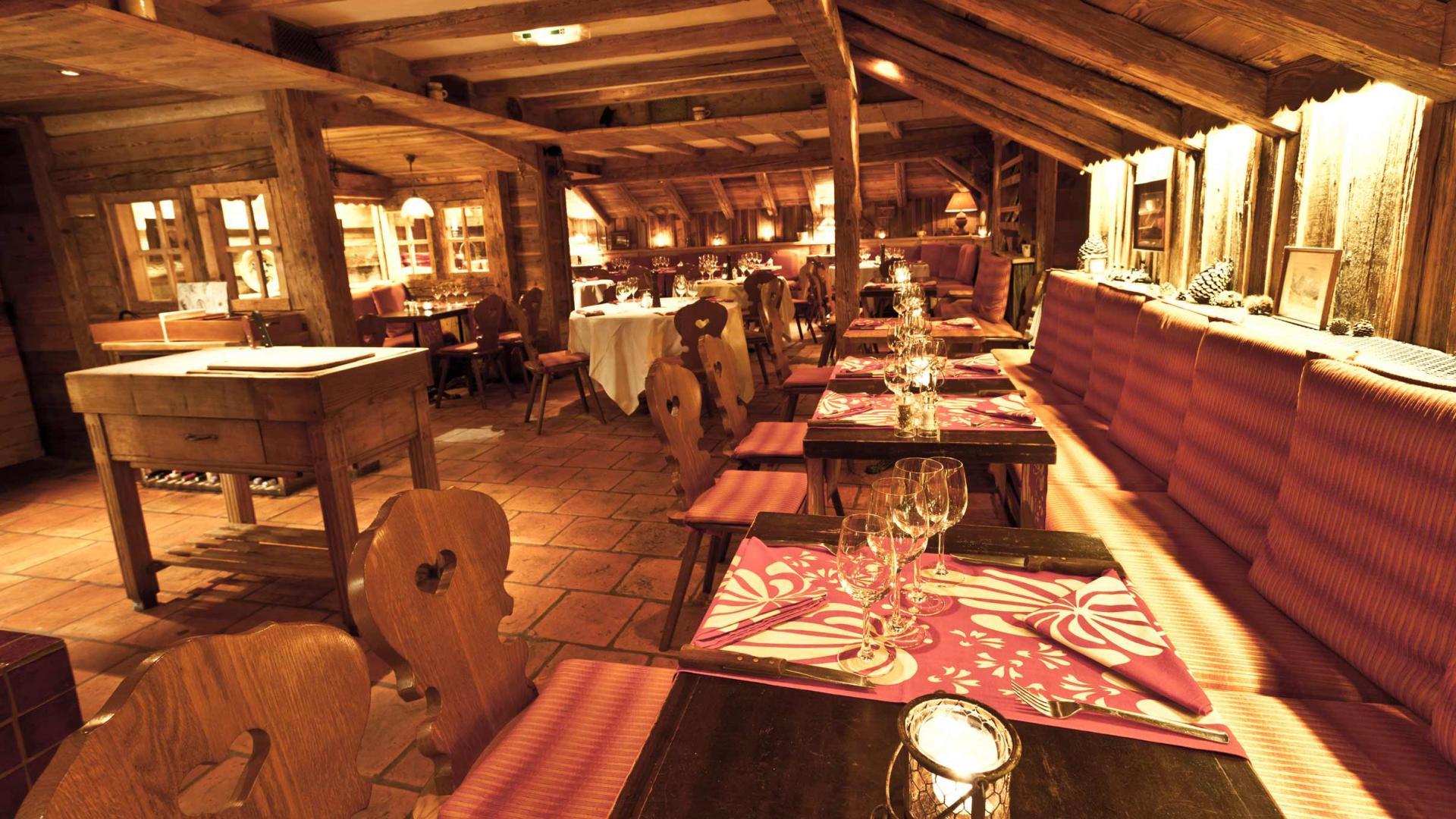 http://hotelblizzard.com/sites/default/files/styles/grand/public/restaurant-05_0.jpg?itok=CGg4Kvkf